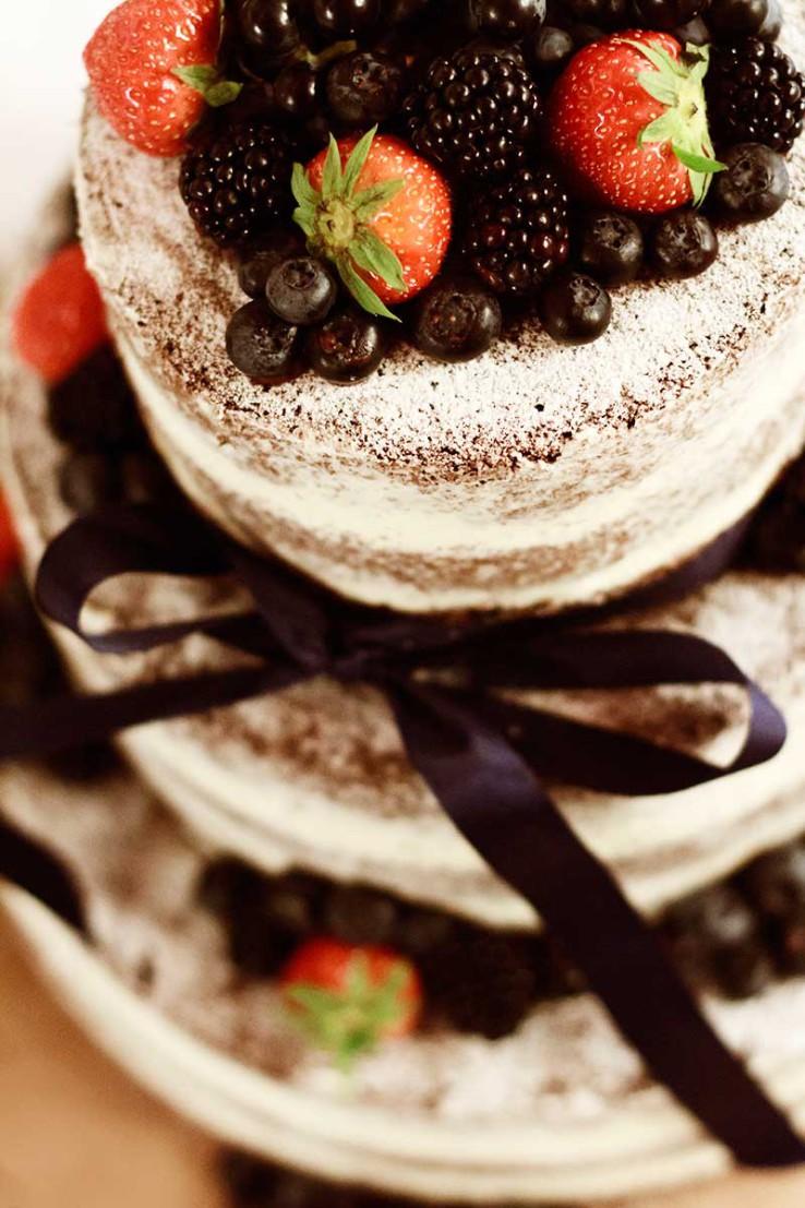 Naked cake s lesným ovocím